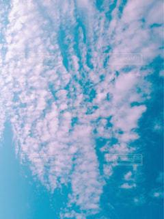 空にある雲のグループの写真・画像素材[2089739]