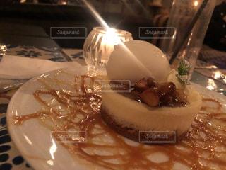 皿の上のケーキをクローズアップするの写真・画像素材[2892658]