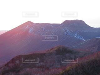 僅かに雪が残る樽前山の写真・画像素材[2725518]