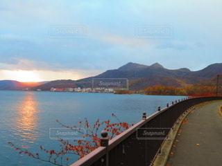 有珠山と朝陽の写真・画像素材[2735307]