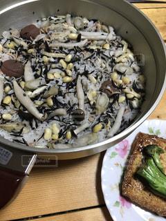 炊き込みご飯の写真・画像素材[2060266]