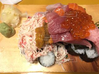 ネタが多いこぼれ寿司の写真・画像素材[2081187]