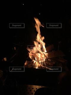 キャンプ焚き火の写真・画像素材[2425247]