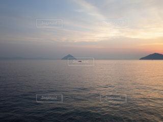 穏やかな瀬戸内の海の写真・画像素材[2126980]