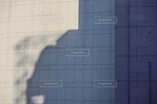 タイル張りの壁のある建物の写真・画像素材[2706767]