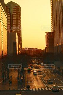 夕暮れ時の都市の眺めの写真・画像素材[2097374]