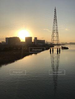 夕暮れと鉄塔の写真・画像素材[4569368]