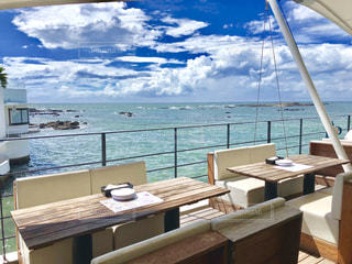 海の上のテラスのカフェの写真・画像素材[2083430]