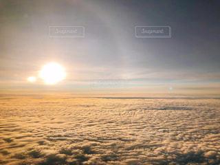 雲の上 朝焼けの写真・画像素材[2930938]