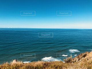 海の横にある水の写真・画像素材[2078180]