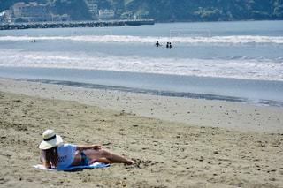 浜辺の人々のグループの写真・画像素材[2391517]