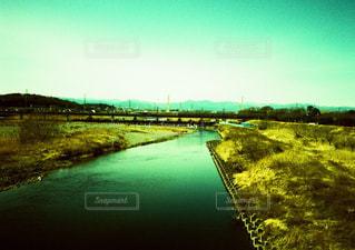 大きな水域の眺めの写真・画像素材[2215577]
