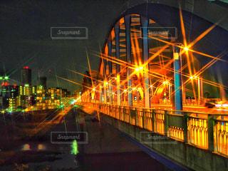 夜のライトアップされた橋 - No.763064