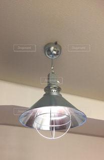 ブリキ ランプシェードの写真・画像素材[2076757]