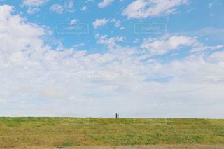 ふたり散歩の写真・画像素材[2080840]