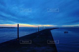 夜明け前の写真・画像素材[2085276]