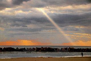 一筋の光の写真・画像素材[2148689]