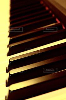 ピアノの鍵盤の写真・画像素材[2079924]