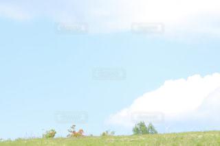 空に緑のアンダーラインの写真・画像素材[2080034]