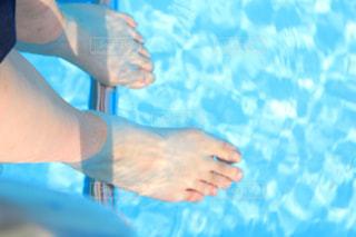 海で泳ぐ人の写真・画像素材[2224444]