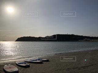 水域の隣のビーチの写真・画像素材[2441434]
