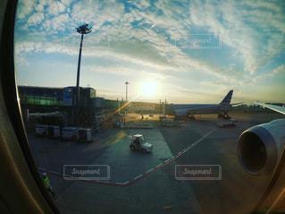羽田空港 アメリカへ出発前の飛行機からの景色の写真・画像素材[2082528]
