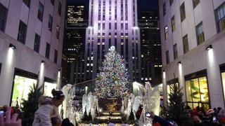 ロックフェラーセンターのクリスマスツリーの写真・画像素材[2084776]