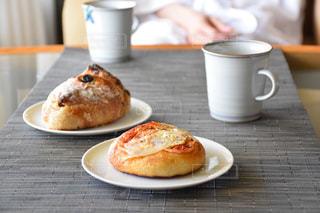 美味しいパン屋さんのパンとコーヒーの写真・画像素材[2083620]