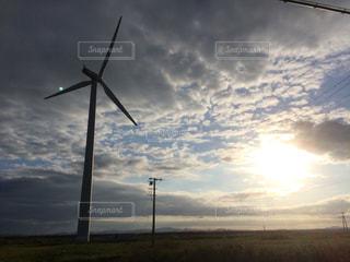 曇りの日の風車の写真・画像素材[2088972]