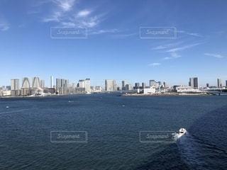 都市を背景にした東京湾の写真・画像素材[2784159]