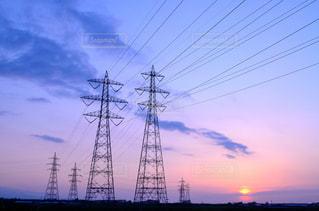 鉄塔と薄紫の写真・画像素材[2101487]