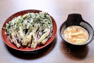 ウドの天ぷらと酢味噌和えの写真・画像素材[2087289]