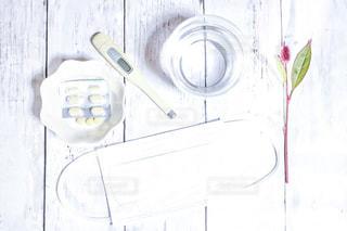 薬と体温計の写真・画像素材[2380171]