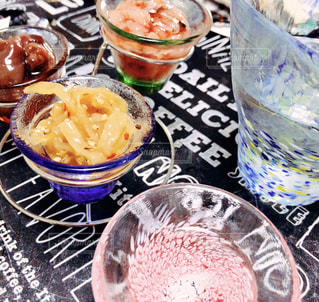 食卓に一杯の食べ物の写真・画像素材[2087734]