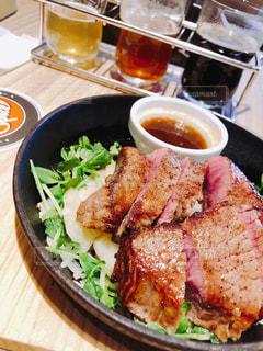 クラフトビールの飲み比べをお肉と一緒にの写真・画像素材[2087763]