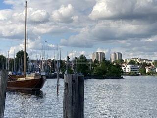 湖沿いの街の写真・画像素材[4697521]
