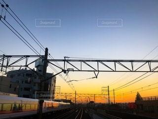 夕日と電車の写真・画像素材[2726050]