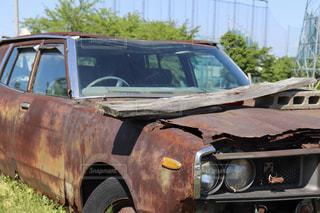 駐車場に駐車した古い車の写真・画像素材[2173428]