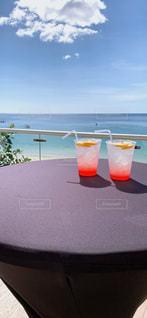 青空と海とトロピカルジュースの写真・画像素材[2089144]