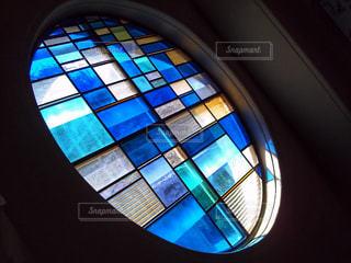 大きなガラス窓の写真・画像素材[2120436]