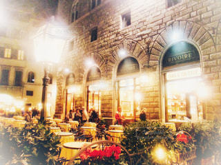 イタリアの夜のカフェの写真・画像素材[2128748]