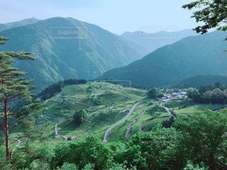 山から見下ろす絶景の写真・画像素材[2121999]