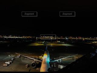 羽田空港夜の駐機場の写真・画像素材[2105152]