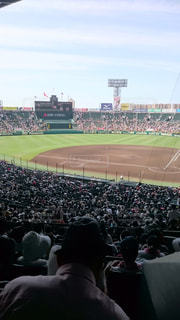 野球の試合を見ている大勢の人々の写真・画像素材[2092072]
