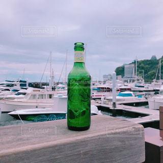 海辺のボトルの写真・画像素材[2113091]