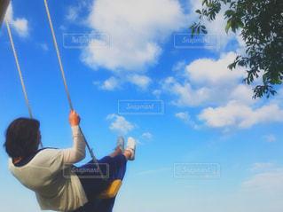 空飛ぶブランコの写真・画像素材[2114071]