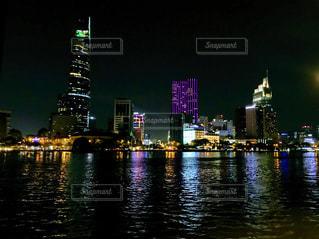 ベトナムサイゴン川の夜景の写真・画像素材[2114486]