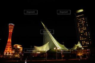夜には大きな橋がライトアップの写真・画像素材[2093735]