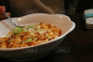 食卓に一杯の食べ物の写真・画像素材[2094798]