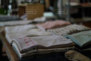 部屋のベッドの写真・画像素材[2382640]